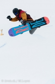 Ein Teilnehmer am Audiseries Slopestyle Open in Grindelwald am 09. Februar 2014. Bild: Manuel Lopez