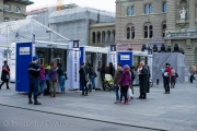 Schon am Nachmittag bezogen die ersten Besucher ihre Tickets auf dem Bundesplatz.