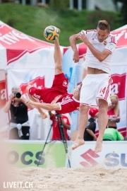 Der Schweizer Torschütze Noel Ott im Zweikampf gegen Péter Jaska vom Team aus Ungarn.