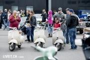 Drei Vespa Motorräder an der 3. Oldtimershow am 23. Mai 2015 in der Stockhorn Arena in Thun.