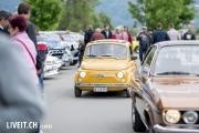 Ein Fiat 500 an der 3. Oldtimershow am 23. Mai 2015 in der Stockhorn Arena in Thun.
