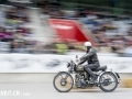 Ein Motorradfahrer an der 3. Oldtimershow am 23. Mai 2015 in der Stockhorn Arena in Thun.
