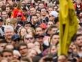 16.04.2016; Bern; Eishockey SC Bern Meisterfeier Bern; SC Bern Fans an der Meisterfeier auf dem Bundesplatz in Bern (Manuel Lopez/freshfocus)