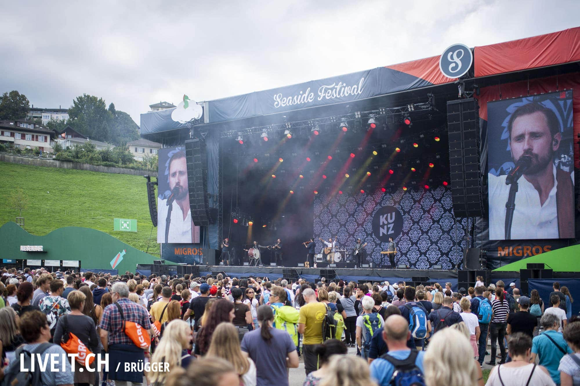 Kunz fotografiert am Seaside Festival 2018. (Dominic Bruegger for liveit.ch)