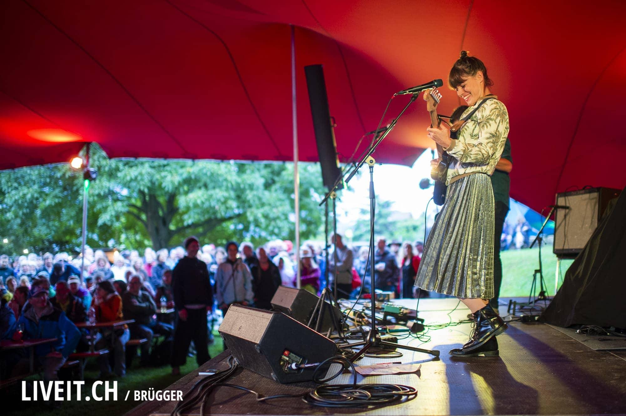 Katharina Busch fotografiert am Seaside Festival 2018. (Dominic Bruegger for liveit.ch)