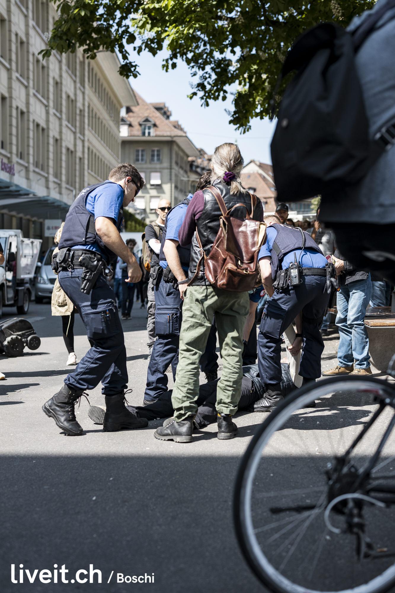Demonstration gegen die Massnahmen des Bundes bezgl Covid19(liveit.ch/boschi)