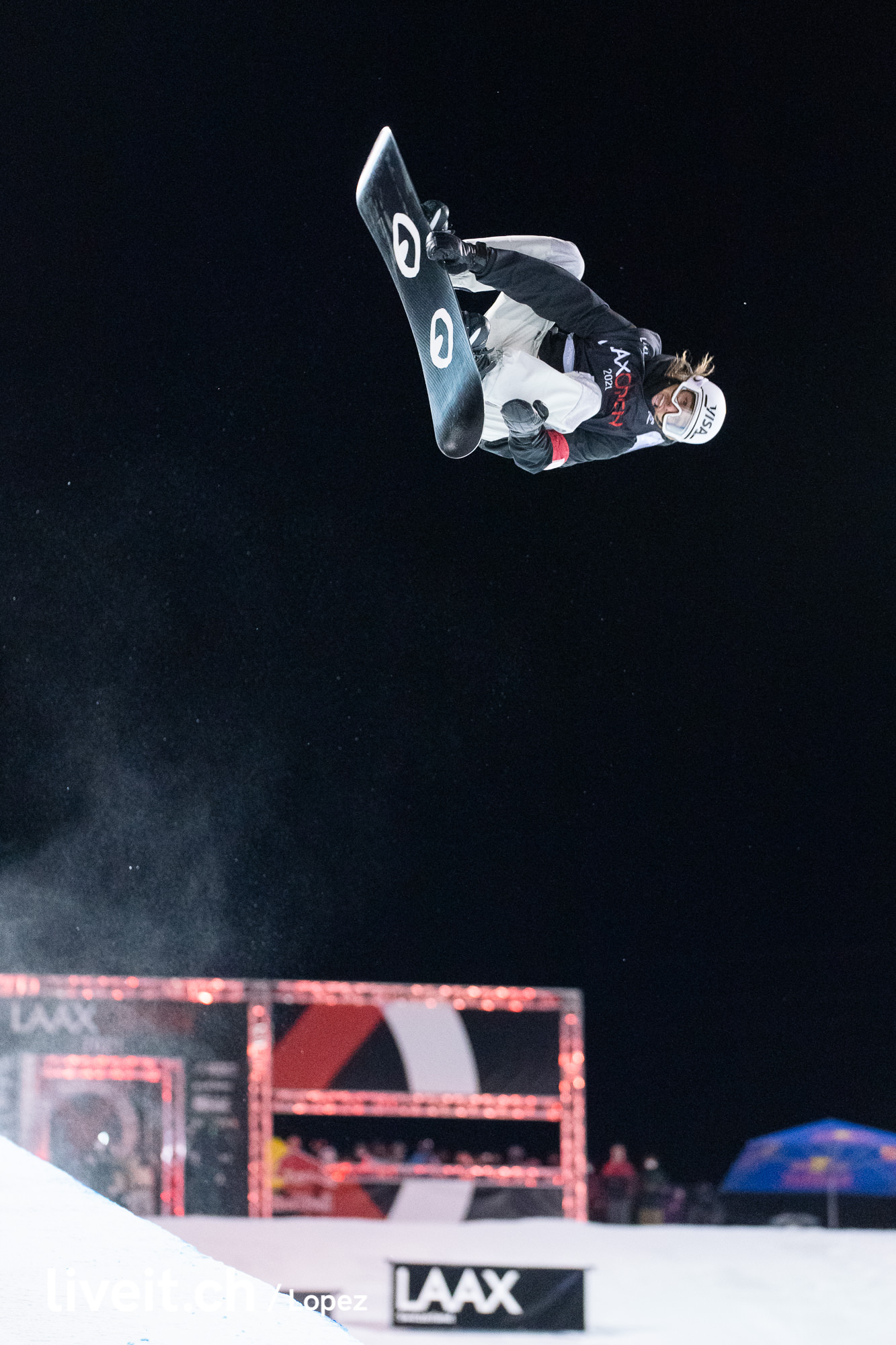 WORLD SNOWBOARD TOUR 2020/21 LAAX